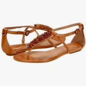 {Frye} Laurel Flower Leather T-Strap Sandals